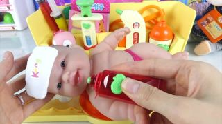 Baby Doll Hospital Spiderman get a shot 뽀로로병원차 아기...